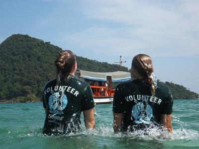 Volunteers swimming on the Conservation project in Cambodia with Projects Abroad