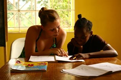 Volunteer works one-on-one with student on a Teaching project in Latin America