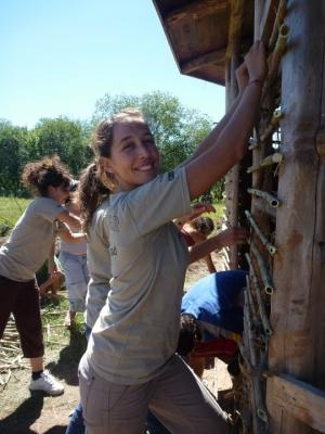 Volunteer plaints a building on a service trip in Argentina