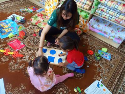 A student supports early childhood development in Mongolia during her volunteer trip