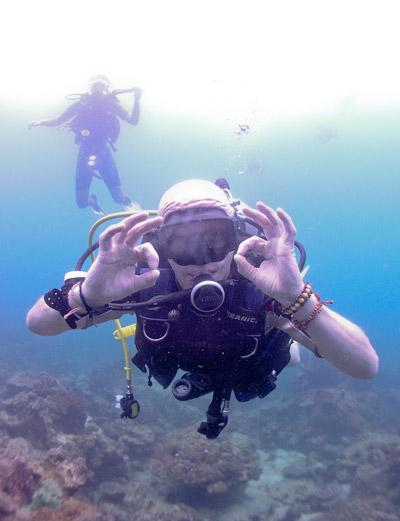Conservation Volunteers explore the seas during the Volunteer Vacation Abroad