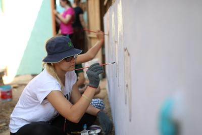 Volunteer Painting during her Gap Year Program