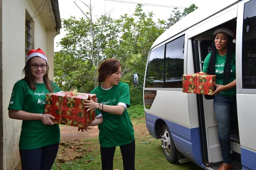 Volunteers unpack a van full of Christmas presents during their Care placement in Jamaica