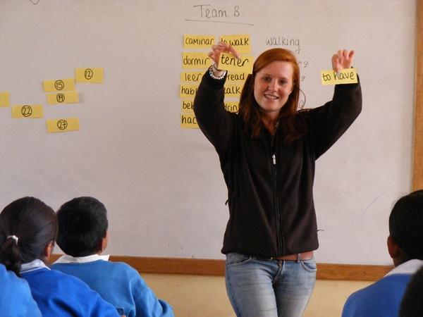 Volunteer teaching school children verbs in English in Peru