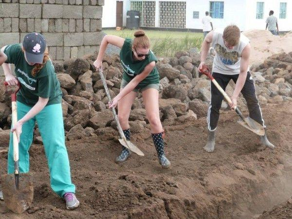 Projects Abroad volunteers work at the building site of the new Projects Abroad Academy for Maasai children