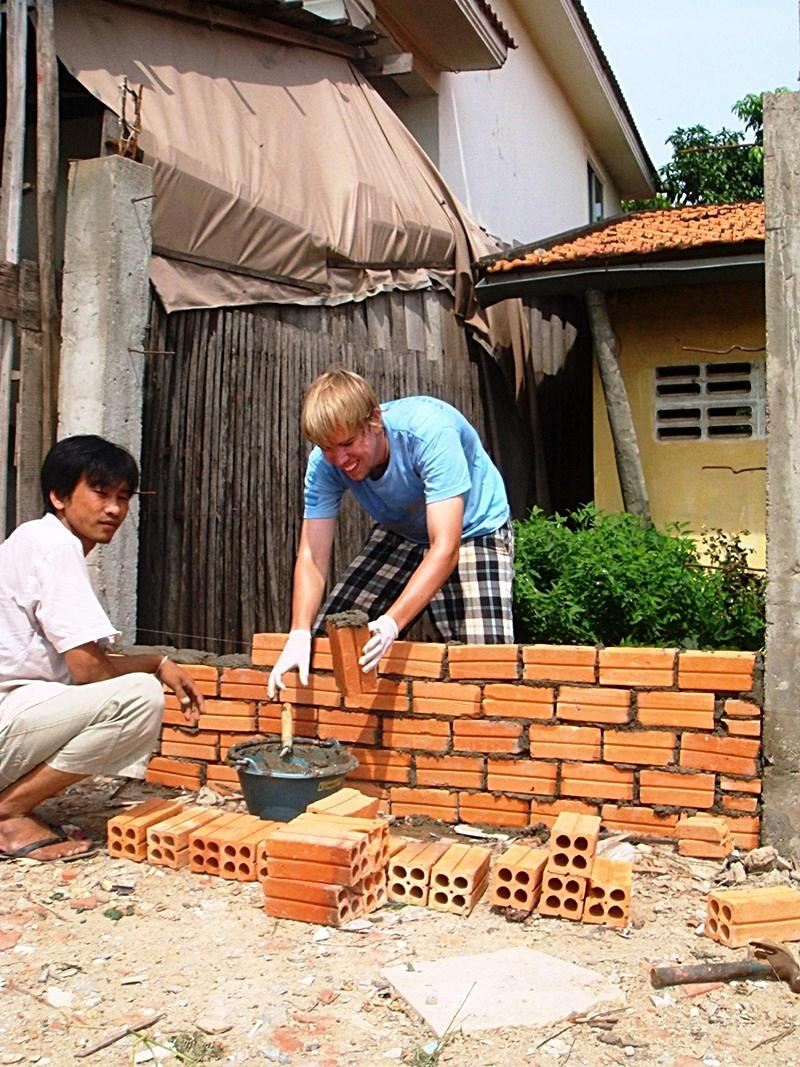 volunteer building projects projects abroad volunteer trips building overseas