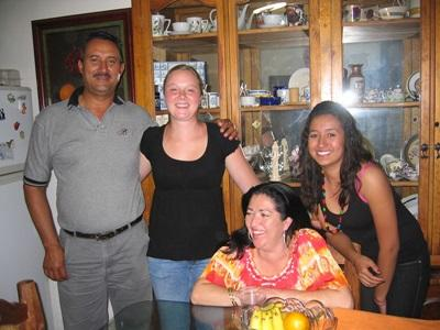 Volunteer in the home of her host family in Mexico with Projects Abroad