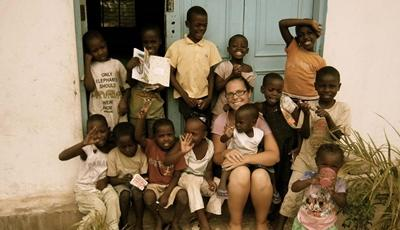 Volunteer with her classroom of children at a care center in Tanzania