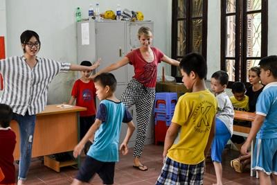 Projects Abroad Care volunteer works with special needs children at a Vietnamese rehabilitation center in Asia.