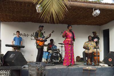 Projects Abroad volunteer plays the keyboard for a Senegalese band in St Louis.