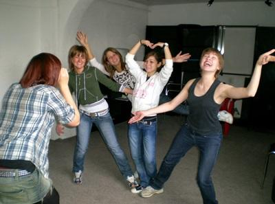 Volunteers dancing on the performing arts project with Projects Abroad