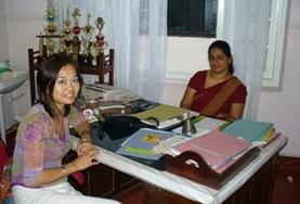 A student on the Sri Lanka Midwifery School Elective has a meeting with her supervisor.