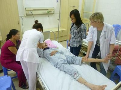 Interns and staff on the nursing elective work with patients in a hospital in Vietnam