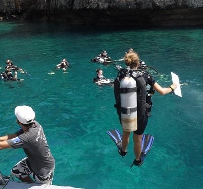 Projects Abroad marine conservation volunteers prepare to dive for a fish survey in Thailand