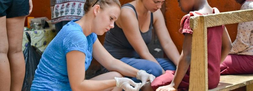 High School Volunteer on a Medicine and Healthcare Program with Projects Abroad