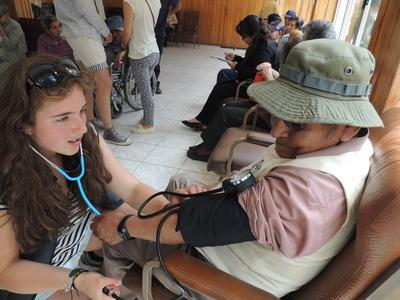 On our Medicine & Spanish High School Special in Bolivia, volunteers provide healthcare on outreaches