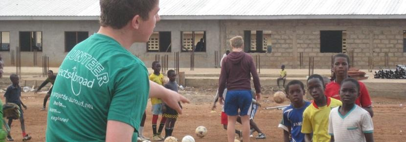 Teen Coaching Sports on a volunteer project on a school break with Projects Abroad