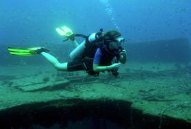 Volunteer on the Conservation & Environment goes deep sea diving to observe ocean life