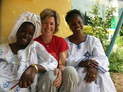 Volunteer learns Wolof with local women in Senegal