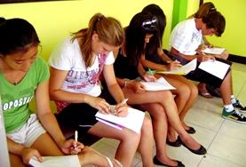 A volunteer takes Spanish lessons in Costa Rica.