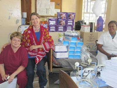 Volunteer in Tanzania with staff on the Dentistry project