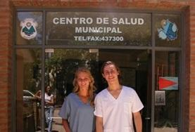 A volunteer and her supervisor take a photo outside their placement in Argentina on the Medical Internship abroad.