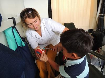 A Projects Abroad Bolivia intern on the Nursing project helps a child learn about hygiene.