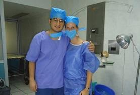Nursing volunteers in Mexico wear scrubs during their observations.