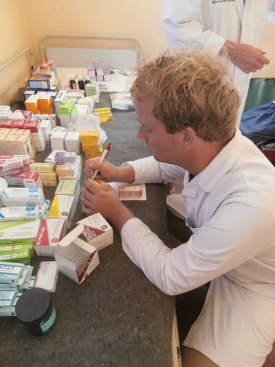 Volunteers assist with packing and dispensing medicine on Pharmacy Internships