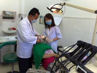 Professional dentistry volunteer with a patient in Cambodia