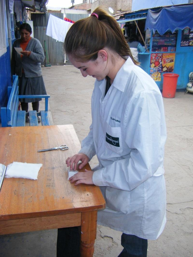 volunteering for midwives in projects abroad zoom professional midwife volunteering in the sacred valley of
