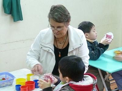 Professional Occupational therapist volunteering with children in Vietnam