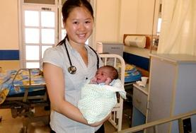 The Midwifery Project in Jamaica gives professional midwives from abroad a chance to work in local Jamaican communities.