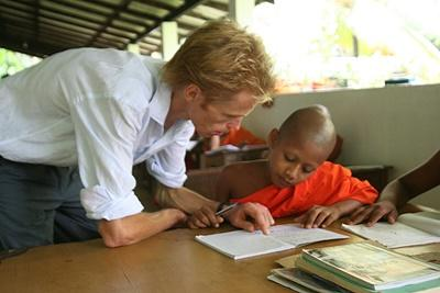 Qualified teacher volunteering at a school in Sri Lanka