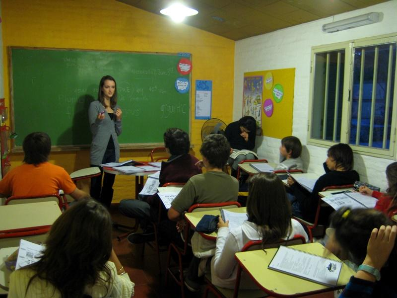 zoom Projects Abroad Teaching volunteer walks students through an activity  in Cordoba, Argentina.