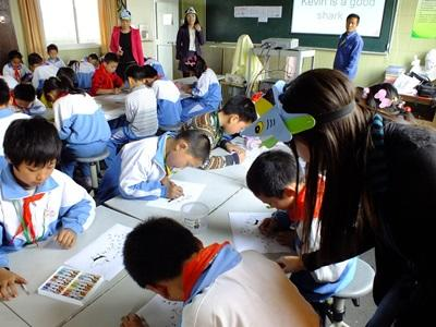 Volunteer teaches children about shark awareness at a school in China