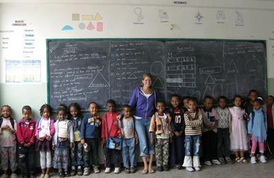 Volunteer with her class of children in a school in Ethiopia