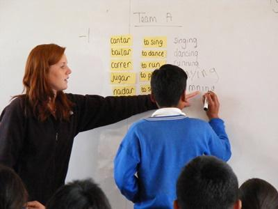 Volunteer teacher playing vocabulary games with students in a school in the Sacred Valley of Peru