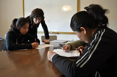 Projects Abroad Teaching volunteer teaches French to Bolivian university students.