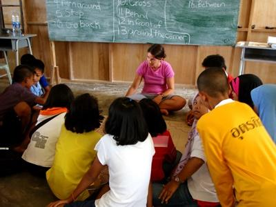Volunteer leads a lesson to school children in Thailand with Projects Abroad